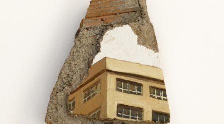 urzaiz-mexico-oleo-sobre-pintura-plastica-yeso-cemento-y-ladrillo-19-x-15-5-cm